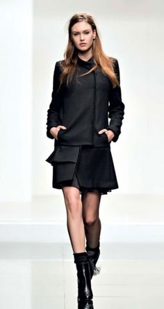 Collezione Twin Set autunno inverno 2013 2014, coatdress nero. Coatdress, Business Fashion, Peplum Dress, Look, Autumn Fashion, Twin, Black And White, Elegant, My Style
