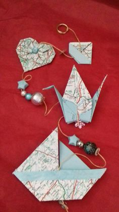 Origami Mobile, Hobbies And Crafts, Art Drawings, Creations, Origami Ideas, Paper Crafts, Drop Earrings, Globes, Hygge