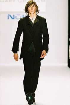 Gary Graham Fall 2002 Ready-to-Wear Fashion Show - Ryan Pistol