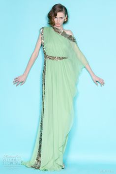 Celebrities who wear, use, or own Marchesa Resort 2012 Green Dress. Also discover the movies, TV shows, and events associated with Marchesa Resort 2012 Green Dress. Look Fashion, Fashion Show, Fashion Design, Kelly Fashion, Runway Fashion, Indian Designer Wear, Beautiful Gowns, Gorgeous Dress, Dream Dress