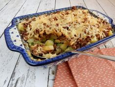 Ovenschotel met spruitjes en gehakt / oven dish with sprouts and minced meat Food Tags, One Pan Meals, Italian Pasta, Spaghetti Recipes, High Tea, Lasagna, Nom Nom, Good Food, Food And Drink