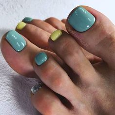 Best Absolutely Free Toe Nail Art classy Tips Usually if we think connected with ft ., we expect they're soiled and indeed not the most wonderfu Black Toe Nails, Pretty Toe Nails, Green Nail Designs, Toe Nail Designs, Best Toe Nail Color, Nail Colors, Halloween Nail Designs, Halloween Nails, Easy Halloween