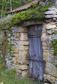 Cool Doors, Unique Doors, Garden Doors, Garden Gates, Door Gate, Rustic Doors, Stone Houses, Old Buildings, Door Knockers