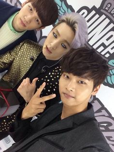 Group VIXX's members N and Hyuk revealed a picture taken at SHINee's concert with member Key. http://www.kpopstarz.com/tags/shinee