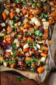 Tangy Pomegranate and Peanut Butter Roasted Winter Vegetables - food to glow Vegan Dinner Recipes, Delicious Vegan Recipes, Easy Healthy Recipes, Vegetarian Recipes, Easy Meals, Easy Snacks, Roasted Winter Vegetables, Vegetable Prep