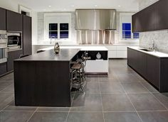 Modern kitchen flooring with grey floor tiles and also appealing designs types large light graceful f Modern Kitchen Tiles, Modern Floor Tiles, Slate Kitchen, Grey Kitchen Floor, Kitchen Tiles Design, Mid Century Modern Kitchen, Modern Kitchen Cabinets, Kitchen Flooring, Gray Floor