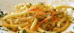 I maccarrones de busa vengono accompagnati in questo piatto dai carciofi e dalla bottarga di muggine