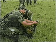 Funny CHINESE ARMY and their sophisticated weapons. :) You will die funny moments scary pranks photos school pictures Army Humor, Military Humor, Humor Militar, Funny Videos, Funny Gifs, Farts Funny, Funny Drunk, Moving Animated Pictures, Jokes