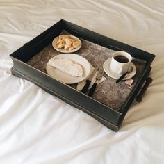 Café na cama com tapioca Tray, Kitchen, Food, Decor, Coffee In Bed, Home, Cooking, Decoration, Kitchens