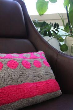Knitted pillow - Drops Cotton Light and Schachenmayr Bravo Knit Pillow, Cotton Lights, Throw Pillows, Blanket, Knitting, Crochet, Handmade, Toss Pillows, Hand Made