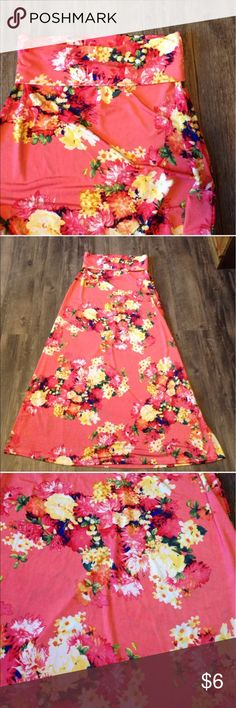 """Bold and Beautiful Floral Maxi Skirt Great shape - except spots about half way down. Please note I tried to get them out and I couldn't. I don't know what the stains is either. Waist 13"""" length 36"""". Skirt was sold but she decided she didn't want bc of stain.   Please don't hesitate to ask questions.  Same/next Day Shipping! Bold and Beautiful Dresses Maxi"""