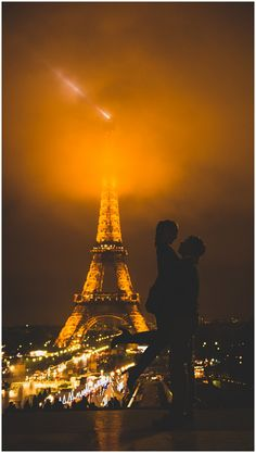 This site is all about people who took engagement photos in Paris! Ahhhhh it could never happen but I can look and dream and drool :)