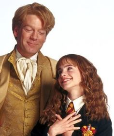 Professor Lockhart and Hermione Harry Potter Professors, Hogwarts Professors, Harry Potter Quidditch, Harry Potter Wizard, Harry Potter Outfits, Harry Potter Books, Harry Potter World, Lockhart Harry Potter, Kenneth Branagh