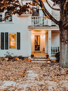 Although small Dorset VT is big on beauty mountain views and delicious fresh Vermont farm to table food quickly asserting itself is one of my favorite New England towns. Decor Style Home Decor Style Decor Tips Maintenance home Fall Home Decor, Autumn Home, Autumn Fall, Winter, Autumn Aesthetic, Up House, Cozy House, House Goals, Home Interior