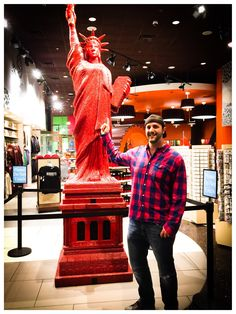 Check out this Statue of Liberty made out of #licorice.    my new song rescue car is available.  if you like #garage #indierock you can check it out here   #nynycasino #IndieRock #Electronica #Shoegaze #Garage #Psychedelia #Dreampop #BlackKeys, #Busking #FlamingLips #SonicYouth #AlternativeRock #Indiebands #PsychedelicRock #Guitarist #busk #thestooges #thekinks #rockandroll #lasvegas, #ableton #thesecondspirit #rescuecar #travelerguitar
