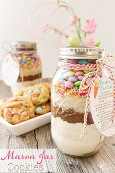 OM to the Cuteness! This M&M Cookie Recipe in a Mason Jar is so cute and the cookies are so delicious. These are fun, unexpected Easter gifts for friends or family or my family. gifts for adults Easter Mason Jar Cookie Recipe with Free Printable Tags Mason Jar Cookie Recipes, M&m Cookie Recipe, Mason Jar Cookies, M M Cookies, Cute Cookies, Easter Cookies, Mason Jars, Mason Jar Crafts, Easter Gift For Adults