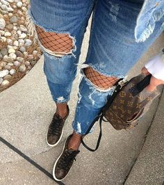 "24b Beğenme, 104 Yorum - Instagram'da F A S H I O N  © ® (@fashion_cosmopolitan): ""Denim 💙  Via @getfashionvote By; @ajda_____ . . . 🌹For shopping check link in bio😍 🌹Use…"""