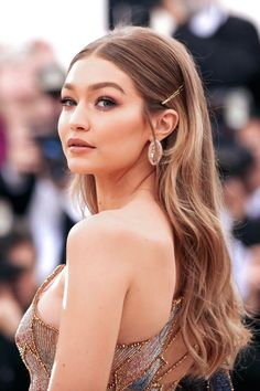 Get the Look: Best Jewelry at the Met Gala 2018 – – formal hairstyles Easy Party Hairstyles, Sleek Hairstyles, Down Hairstyles, Wedding Hairstyles, Straight Hairstyles Prom, Straight Prom Hair, Evening Hairstyles, Red Carpet Hairstyles, Bridesmaid Hair Straight