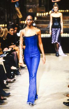 Alexander McQueen Fall 1996 Ready-to-Wear Fashion Show - Alexander McQueen Fall 1996 Ready-to-Wear Collection – Vogue - 90s Fashion, Runway Fashion, High Fashion, Fashion Show, Vintage Fashion, Fashion Design, Fall Fashion, Fashion Killa, Timeless Fashion