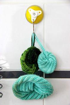 Maillalenvers: Tawashi (tutoriel inclus) Crochet Diy, Crochet Amigurumi, Scrubbies Crochet Pattern, Crochet Patterns, Loom Knitting, Crochet Earrings, Bubbles, Couture, Creative