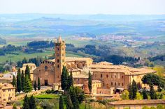 Searching for things to do in Siena. We give you ideas so that you enjoy your Siena, Italy visit to the max: Art, horse races, wine, food and more. Oh The Places You'll Go, Places To Travel, Places To Visit, Wonderful Places, Beautiful Places, Saint Dominique, Week End En Amoureux, Rome, Siena Italy