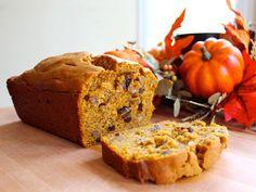Pumpkin Spice Cake - A sweet loaf cake with pumpkin, raisins, cinnamon and spices. Sukkot, Thanksgiving, autumn, fall, harvest. Kosher, Pareve. via @toriavey