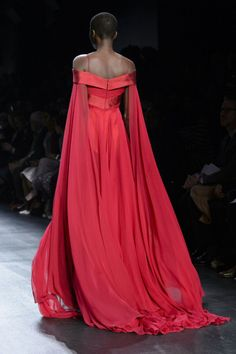 skaodi: Bibhu Mohapatra Fall New York Fashion Week. Fashion Week, New York Fashion, Runway Fashion, Beautiful Gowns, Beautiful Outfits, Style Haute Couture, Red Gowns, Gala Dresses, Dream Dress