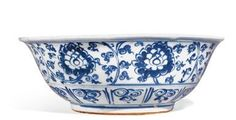 A large blue and white bowl. Ming dynasty, Zhengde mark