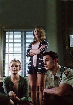 Lydia and Parrish! Oh and Malia :P Teen Wolf 4, Teen Wolf Cast, Melissa Mccall, Scott Mccall, Malia Tate, Lydia And Parrish, Lydia Martin Hairstyles, Teen Wolf Season 5, Jordan Parrish