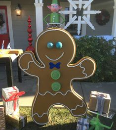 Outside Christmas Decorations, Gingerbread Decorations, Christmas Lights, Gingerbread Crafts, Holiday Decor, Candy Land Christmas, Christmas Gingerbread House, Christmas Crafts, Christmas Christmas