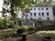 A Quinta dos Pisões, em sintra, foi construída num local onde se julga ter existido um convento, com data segura de 1533