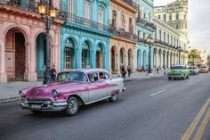 Vintage cars - Read the ultimate travel guide here: http://www.ohhcouture.com/2016/08/havana-travelguide/ #ohhcouture #leoniehanne