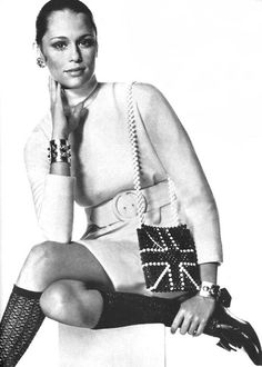 Always loved Lauren Hutton..1968. Vogue US. Model Lauren Hutton. Photo by Irving Penn #Crush