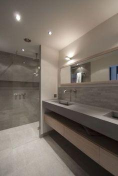 Mooie, strakke en moderne badkamer. Nu nog praktischer door dubbele lades en betaalbaar