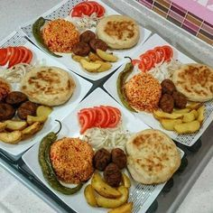 Even a super menu Presentation by My five-minute quickie menu is ready. Plats Ramadan, Fingerfood Party, Food Platters, Home Food, Turkish Recipes, Dinner Dishes, Food Presentation, Food Design, I Foods