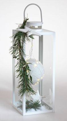 Elegant entrance decoration for the winter time Christmas planters, Christmas wreaths, Christmas deco - With a sees a simple completely different! Perfect as a decoration before - Outside Decorations, Indoor Christmas Decorations, Christmas Candles, Christmas Centerpieces, Outdoor Christmas, Christmas Holidays, Christmas Wreaths, Christmas Crafts, Holiday Decor