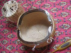 Free Crochet Bag, Bead Crochet, Beaded Clutch, Beaded Bags, Mug Cozy, Round Bag, Loom Beading, Clutch Purse, Mini Bag