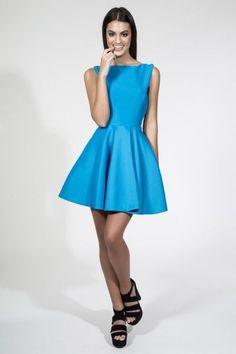 Vestido corto de vuelo azul con espectacular escote espalda. Vestidos de fiesta para invitadas boda daluna apparentia