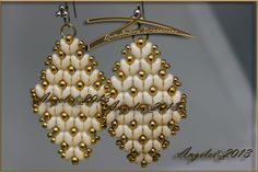 Love these earrings, gold superduo, 11/0 and 8/0 seed beads ...