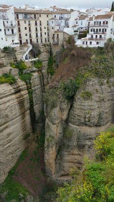Barranco de #Ronda, divide la ciudad en dos