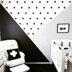 Inspiração para quem ama o estilo escandinavo, para fazer com nosso Kit de Adesivos Cruzetas. ➕➕➕ Link da loja online aqui no perfil. #DivirtaSeDecorando #adesivosdeparede #adesivosdecorativos #decor #decoracao #designdeinteriores #arquitetura #apartamento #casamento #cantinho #estiloescandinavo #quartomontessoriano #blackandwhite #quartodebebe #quartodemenina #quartodemenino #nursery #pretoebranco #adesivos #parede #inspiracao #ideiasdecoracao #diy #ideiascriativas #inspiracao…