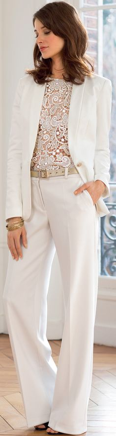 Modern bridal pantsuit outfit: read tips for indie brides - http://www.boomerinas.com/2015/04/30/wedding-checklist-for-casual-indie-brides-17-questions-to-avoid-a-boring-wedding-look/