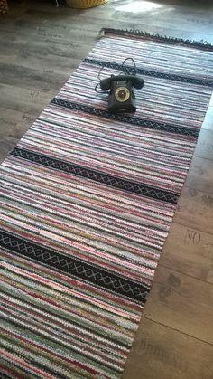 RIEMURAITA, ruusukas  85 x 2.10 Picnic Blanket, Outdoor Blanket, Rug Store, Rag Rugs, Types Of Flooring, Tear, Indoor Outdoor Rugs, Woven Rug, Rug Making