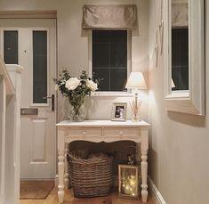 Ideas For Farmhouse Living Room White Baskets Living Room White, White Rooms, Country Entryway, Entryway Ideas, Hallway Ideas, Home Staging, Room Interior, Interior Design, Interior Livingroom