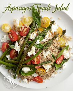 My Asparagus Tomato Salad is simple to make but tastes incredible. A quinoa rice based salad topped with tomatoes, fresh basil, mozzarella and asparagus. How To Cook Asparagus, Asparagus Recipe, Tomato Salad Recipes, Healthy Salad Recipes, Summer Salads, Summer Food, Healthy Summer, Tomato Rice