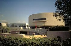 Smithsonian Hirshhorn Museum and Sculpture Garden - A Visitor's Guide to Modern Art