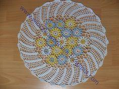 Serwetka z elementów kwiatków na szydełku