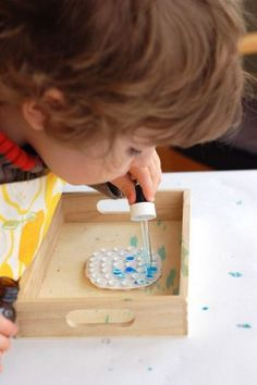 Using a dropper for fine motor development The Effective Pictures We Offer You About Montessori newborn A quality picture can tell you many things. You can find the most beautiful pictures that can be Montessori Preschool, Montessori Education, Maria Montessori, Montessori Materials, Montessori Infant, Montessori Bedroom, Motor Activities, Preschool Activities, Montessori Practical Life