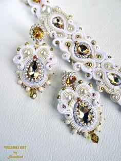 Nimfa 05 – ślubny komplet niekoniecznie dla Teodory ;) | sutasz-slomkad Wedding Jewelry, Diy Jewelry, Jewelery, Fashion Jewelry, Jewelry Making, Soutache Bracelet, Soutache Jewelry, Beaded Jewelry, Bead Embroidery Jewelry