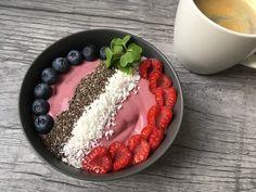 Smoothiebowl bringebær Smoothie Bowl, Acai Bowl, Bowls, Breakfast, Food, Acai Berry Bowl, Serving Bowls, Morning Coffee, Essen
